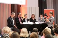 Neue Kanäle, rasant wachsende Plattformen, Künstliche Intelligenz und sich rasch wandelndes NutzerInnenverhalten – diese und andere Entwicklungen verändern die Aufgaben und Möglichkeiten von PR-Verantwortlichen. Wie ist der Status quo in der Kommunikationsbranche und welche Trends werden sich durchsetzen? Diese und weitere Fragen untersuchte Marketagent.com im Rahmen der Umfragereihe PR-Trendradar im Auftrag von APA-Comm. Die Ergebnisse wurden gestern, Dienstag, in Wien präsentiert und von PR-Expertinnen und -Experten diskutiert.